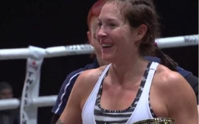 Laressa Van Emden thainyrkkeilyn Royal World Cupin mestariksi