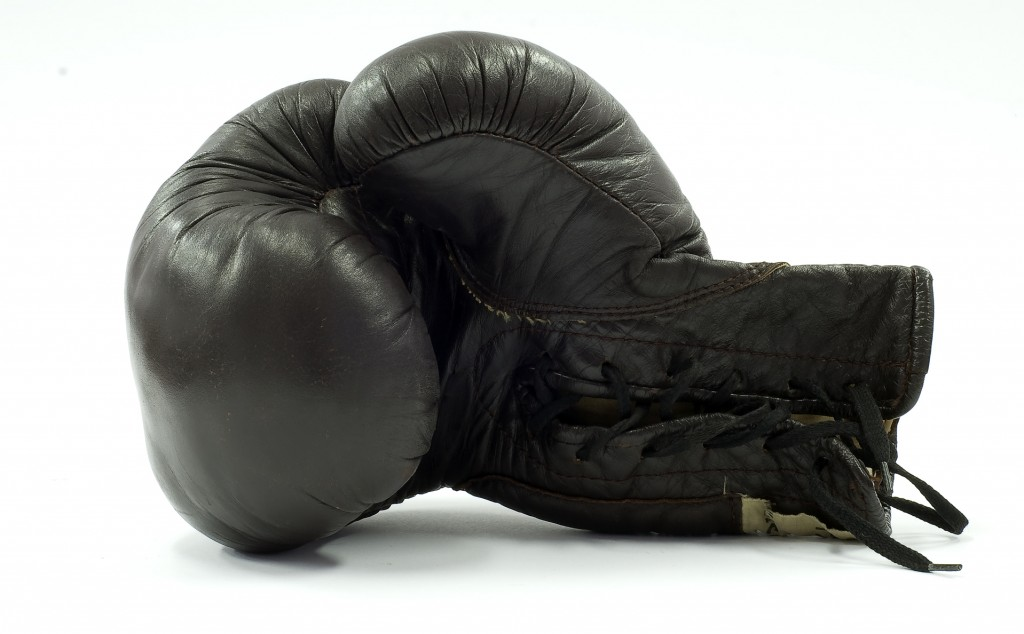 boxing-glove-1430742-1918x1188