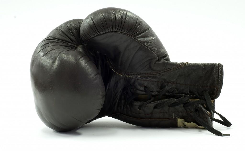 boxing-glove-1430742-1918x1188